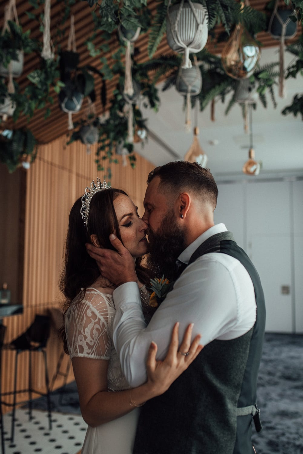city wedding sealed with a kiss